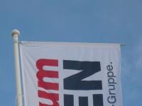 GFK-Fahnenmast - 8m - mit Bannerarm (Ausleger) - weiß